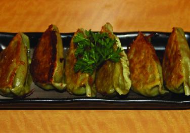Vegetable Gyoza (6 pc )
