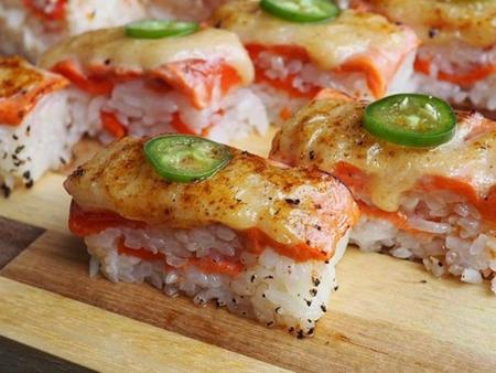 Aburi Salmon Oshi